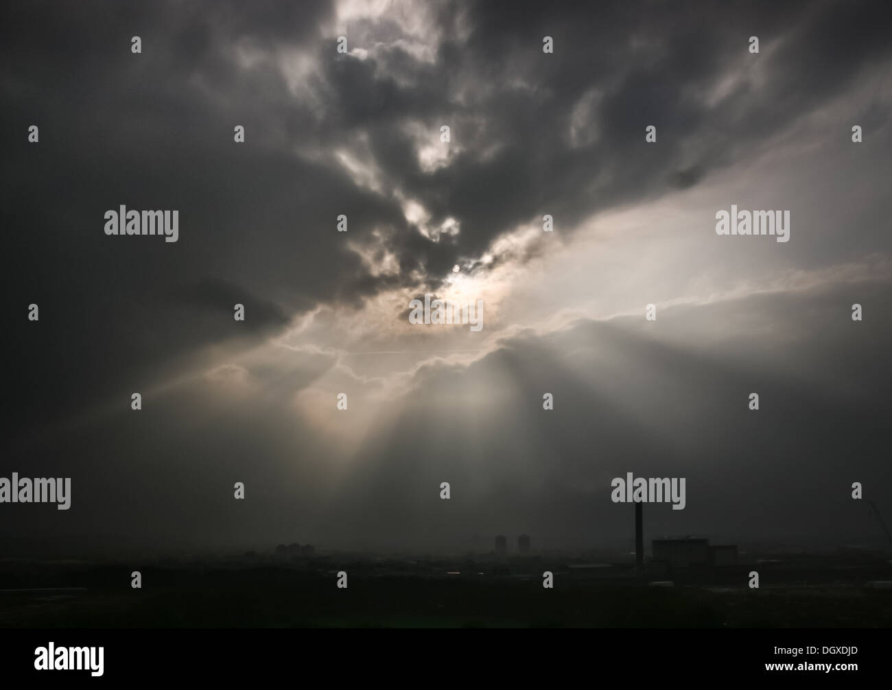 Sun rays break through the dark storm clouds. Damaging Wind and Rain Storms hit across England and Wales - Stock Image
