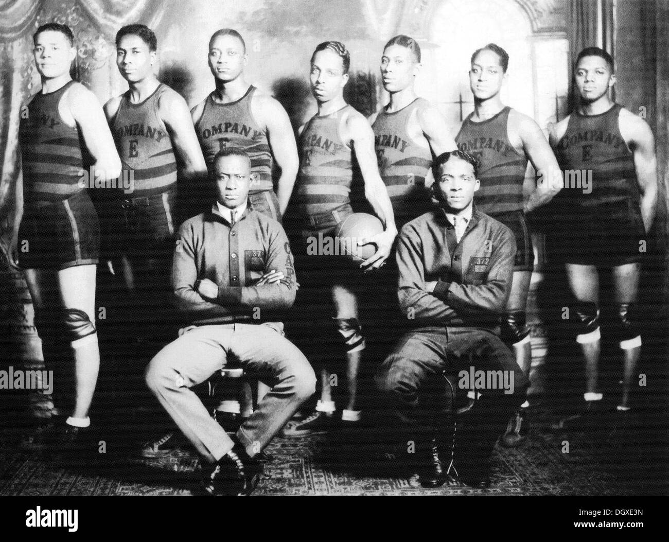 African-American basketball players of the Company E, 372nd Colored Infantry Regiment, Springfield, Ohio, 1922 - Stock Image