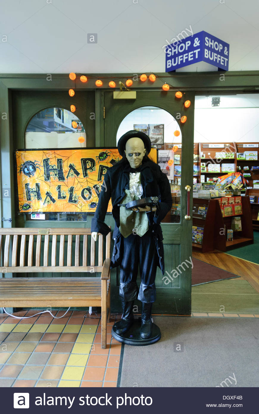 bonessuk sunday october 27 2013 srps greeter welcomes visitors hundreds of people turned out for the steam n scream halloween weekend organised by