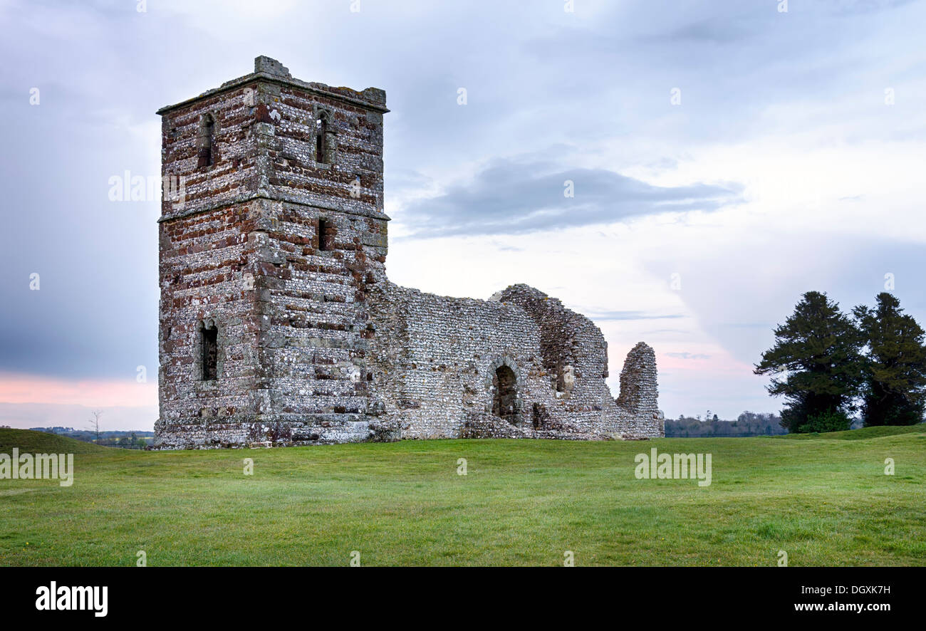 Dusk at the ruins of Knowlton Church which sits in the center of an ancient Neolithic henge - Stock Image
