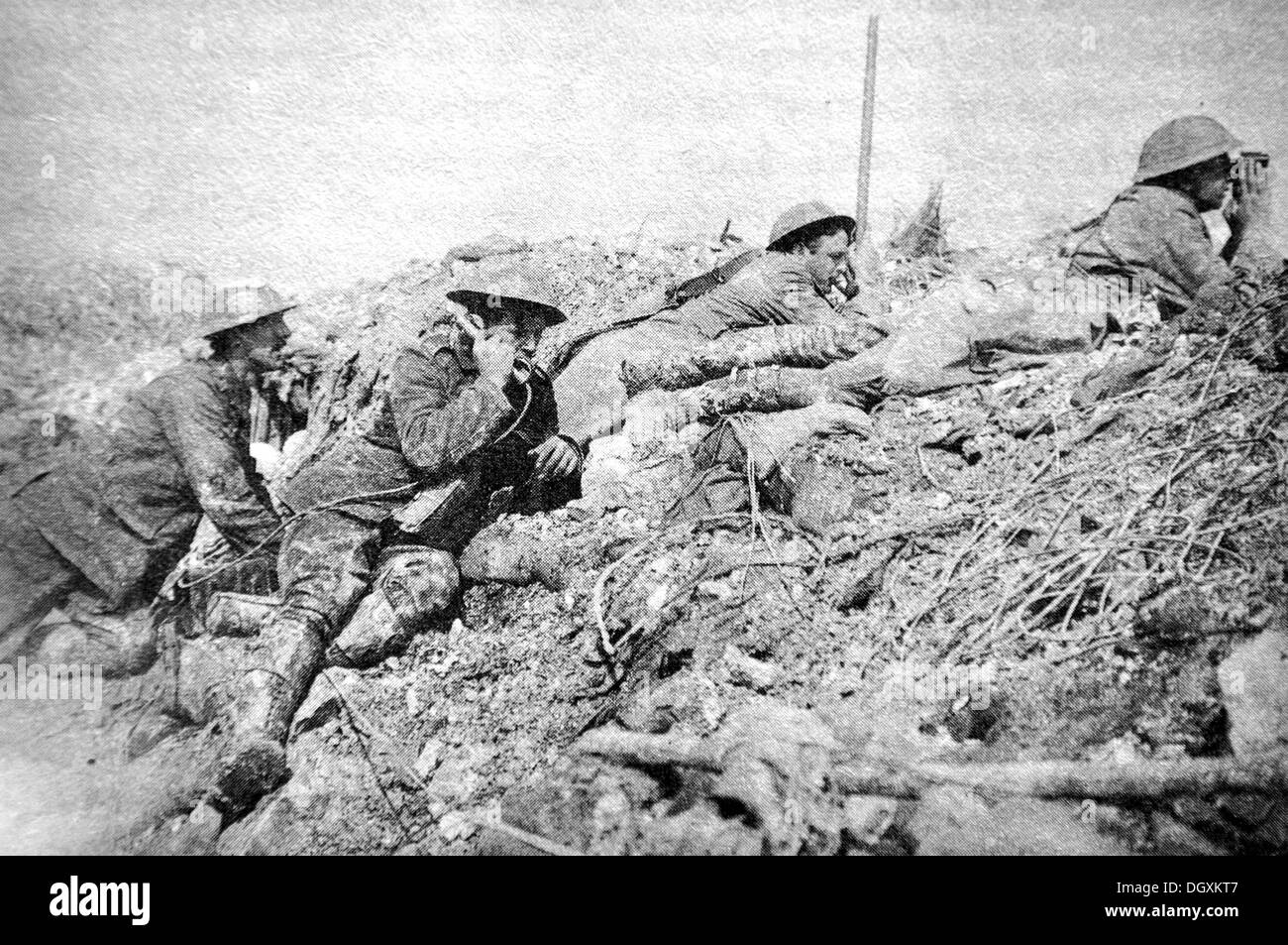Old photograph of British observers, WWI - Stock Image