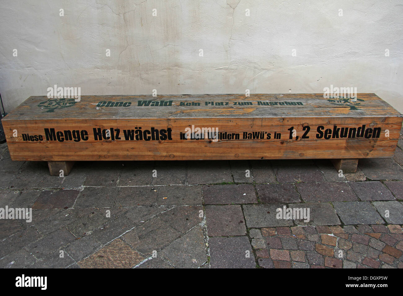 Wooden bench with a note 'Ohne Wald kein Platz zum Ausruhen', English for 'without forests, there is no place to rest' - Stock Image