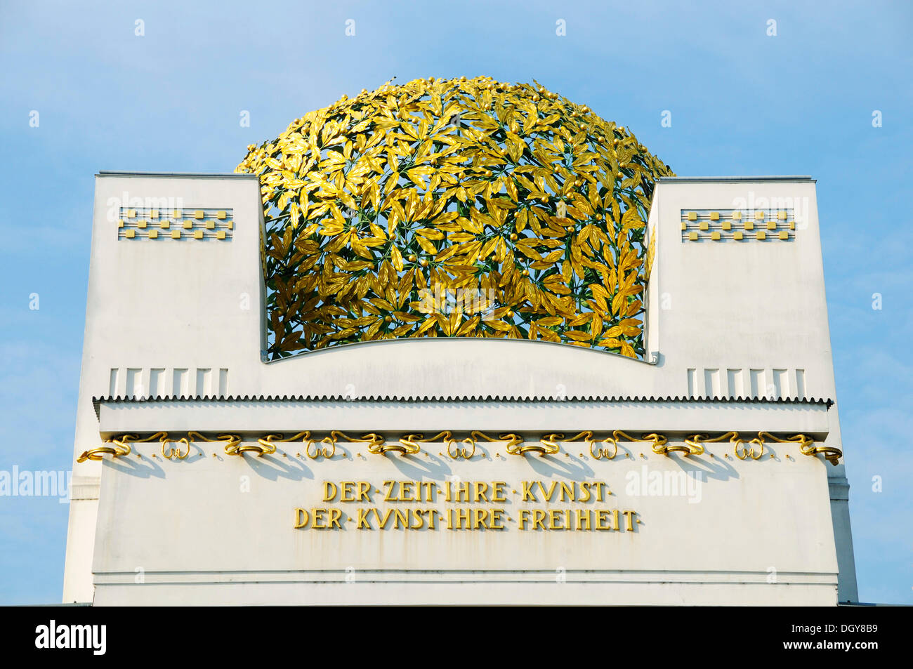 Dome of the Secession with golden leaves, lettering Der Zeit ihre Kunst, Der Kunst ihre Freiheit, German for The age its art - Stock Image