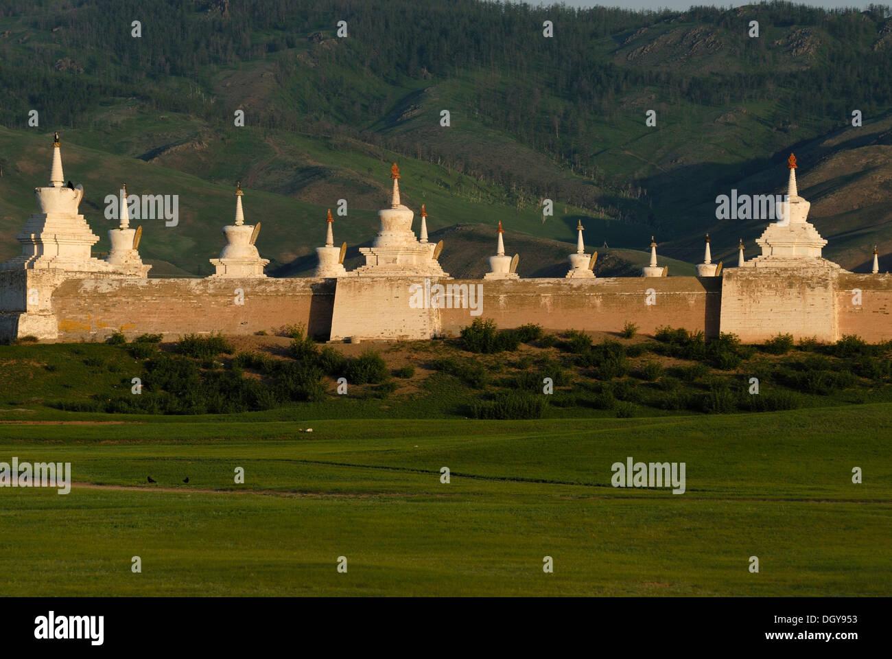 Stupas on the outer wall of Erdene Zuu Khiid Monastery, Karakorum, Kharkhorin, Oevoerkhangai Aimak, Mongolia, Asia - Stock Image