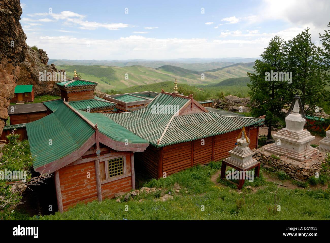Buddhist monastery with chortens in the mountains of Khangai Nuruu National Park, Toevkhoen Khiid, Orkhon Khuerkhree, Kharkhorin - Stock Image