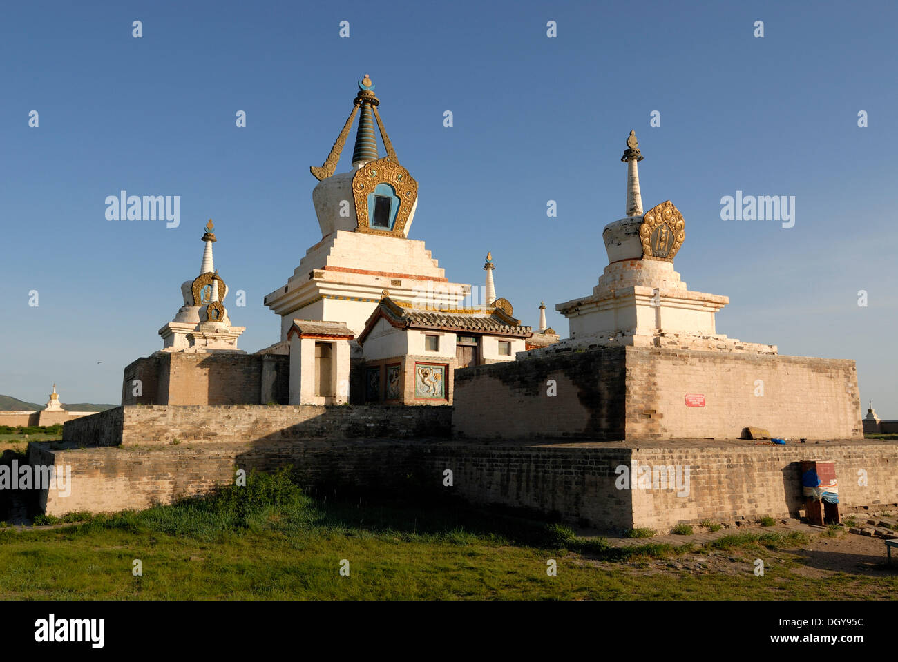 Stupa and temples in the inner complex of Erdene Zuu Khiid Monastery, Karakorum, Kharkhorin, Oevoerkhangai Aimak, Mongolia, Asia - Stock Image