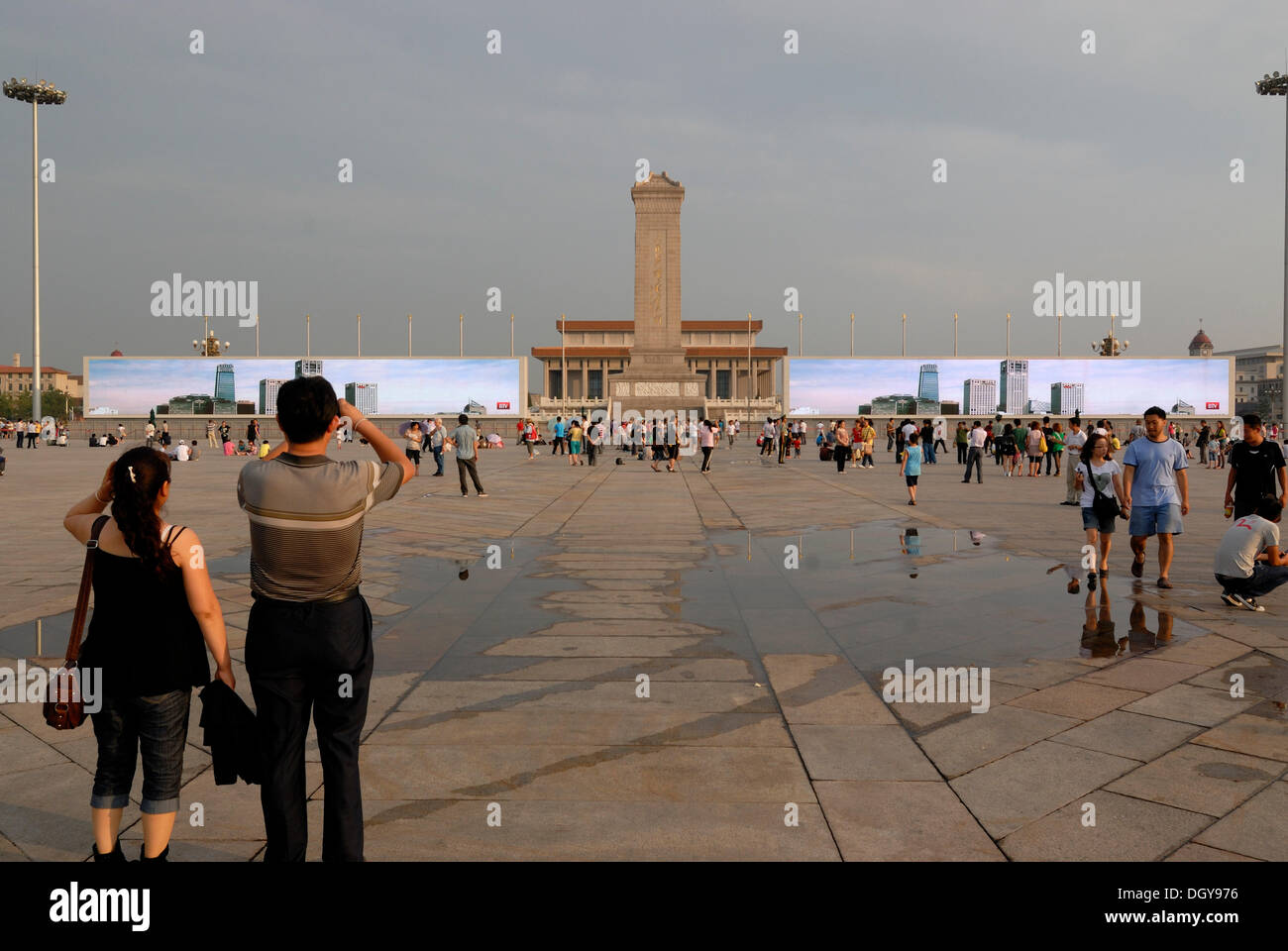 Chinese visitors standing in front of a huge multimedia presentation at the Mao Zedong Mausoleum on Tiananmen Square, Tianamen - Stock Image