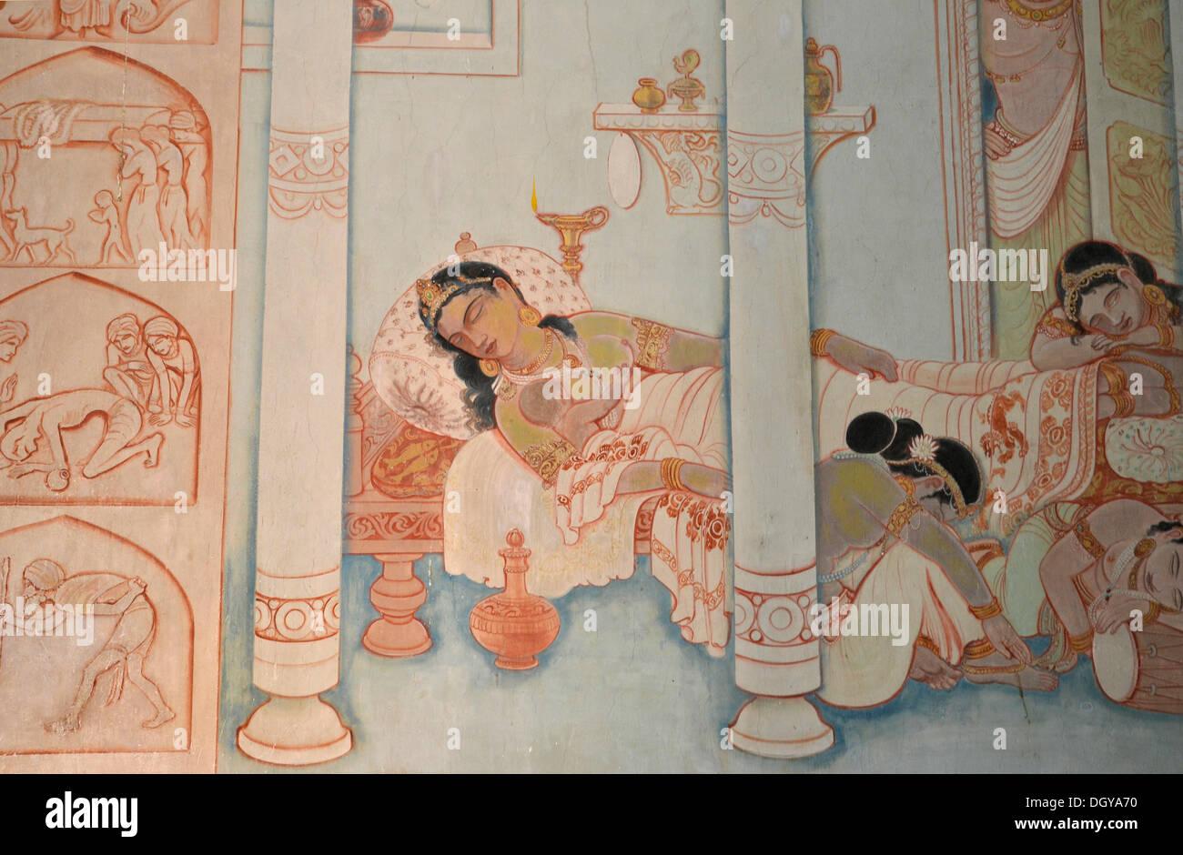 Religious frescoes, Kutti Vihar Temple, Mulagandha Kuti Vihara, Buddhist pilgrimage destination, Sarnath, Varanasi - Stock Image