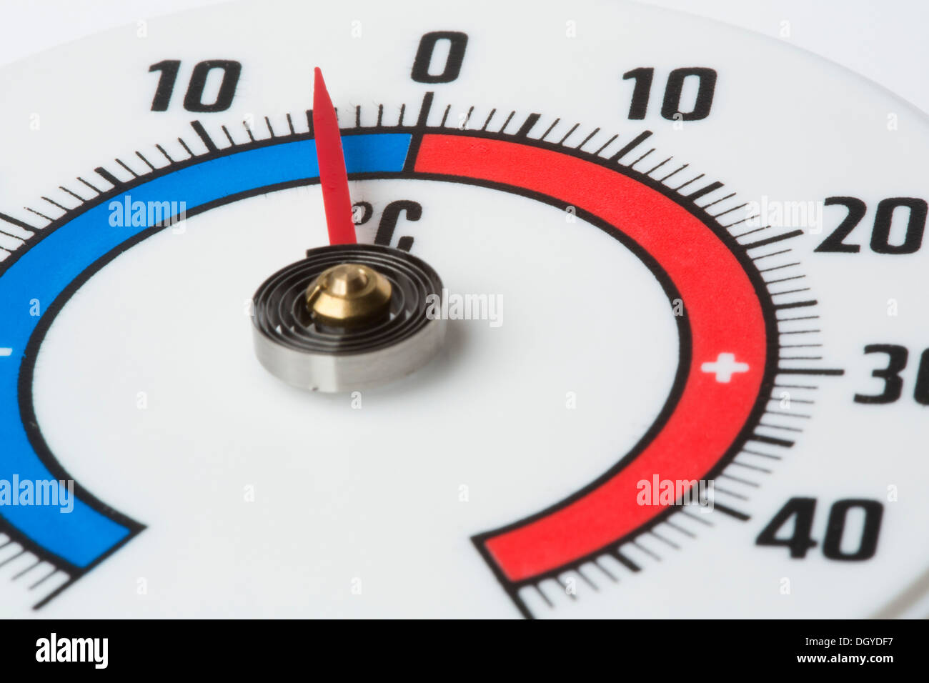 Extreme close up of a thermometer showing a temperature of minus 5 Celsius - Stock Image