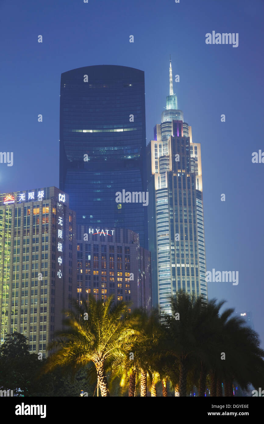 Pearl River Tower and Grand Hyatt Hotel at dusk, Tianhe, Guangzhou, Guangdong, China - Stock Image
