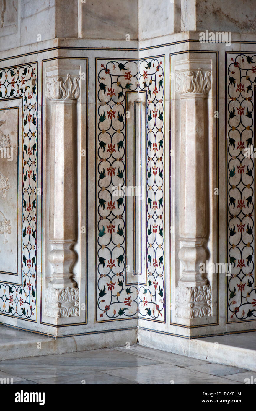 Floral pattern, inlaid with semiprecious stones in marble, Taj Mahal, UNESCO World Cultural Heritage Site, Agra, Uttar Pradesh - Stock Image