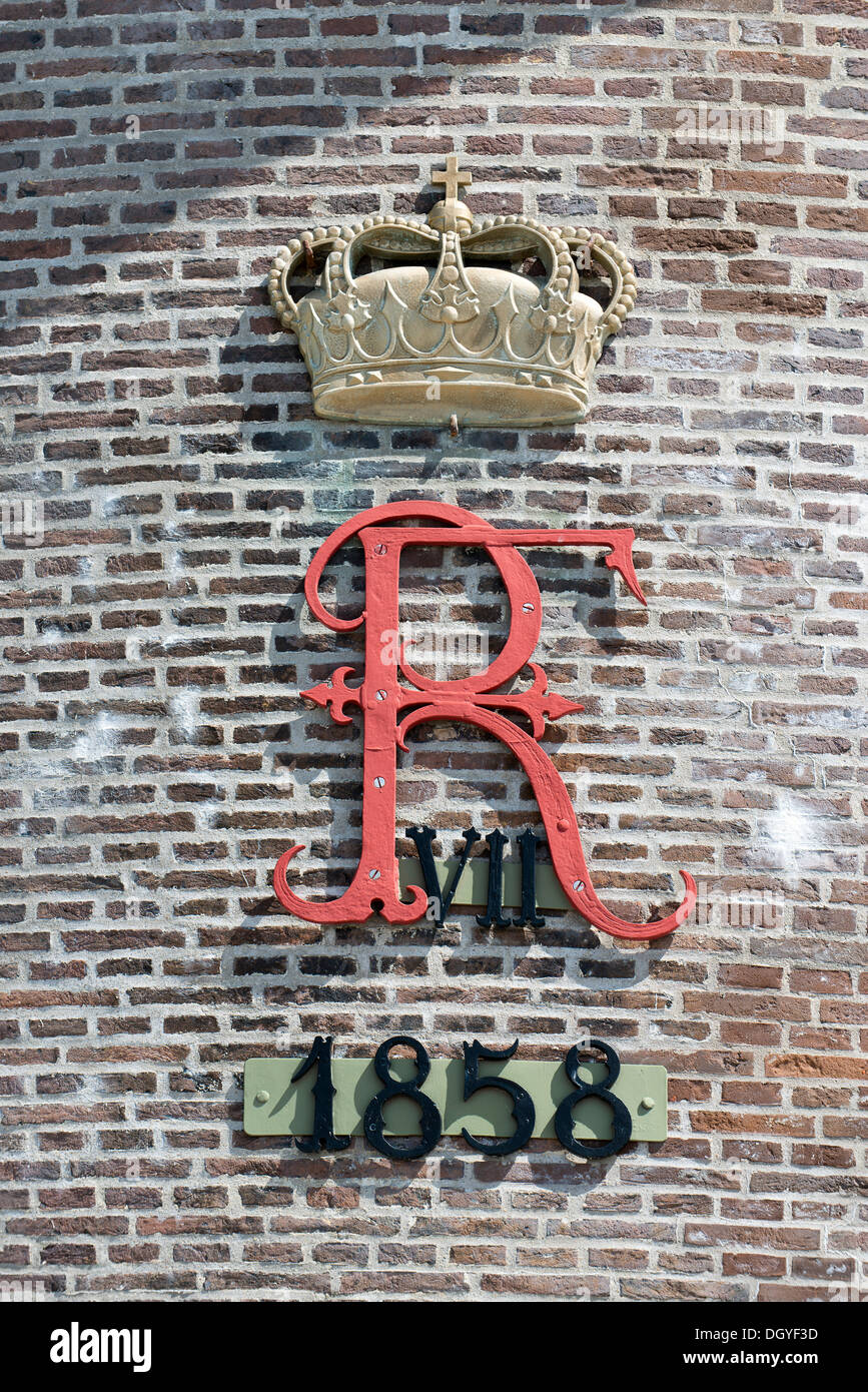 Crown with the letter R and the year 1858, on the lighthouse known as Grey Tower, Grenen, Skagen, Jutland, Denmark - Stock Image