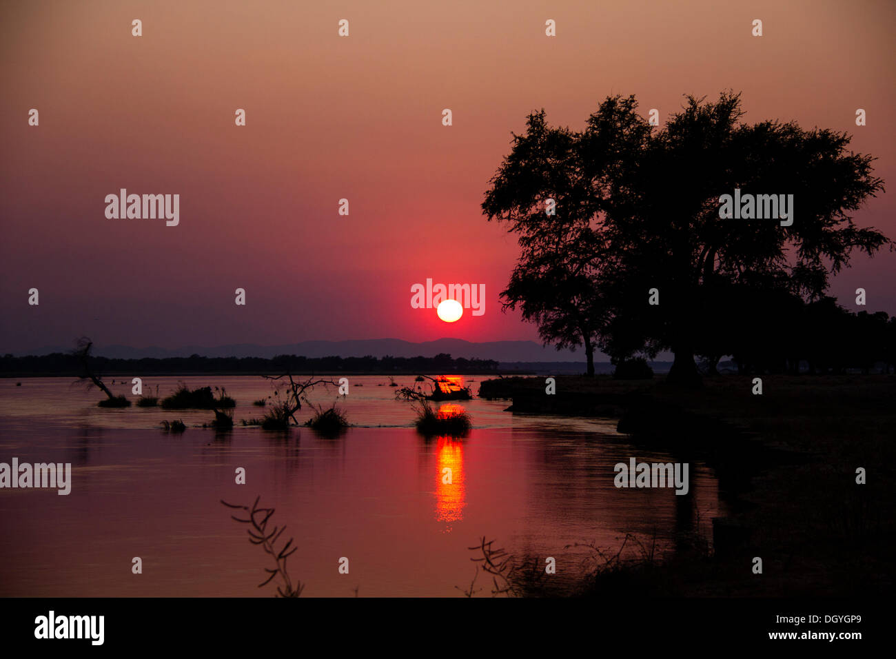 Sunset over the Zambezi, Mana Pools National Park, Zimbabwe, Africa - Stock Image