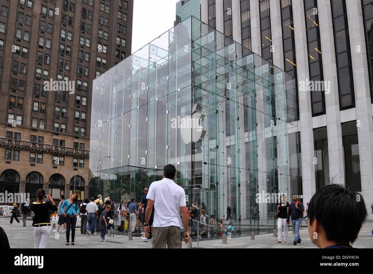 apple store 57th street midtown new york city new york usa stock photo 62071985 alamy. Black Bedroom Furniture Sets. Home Design Ideas
