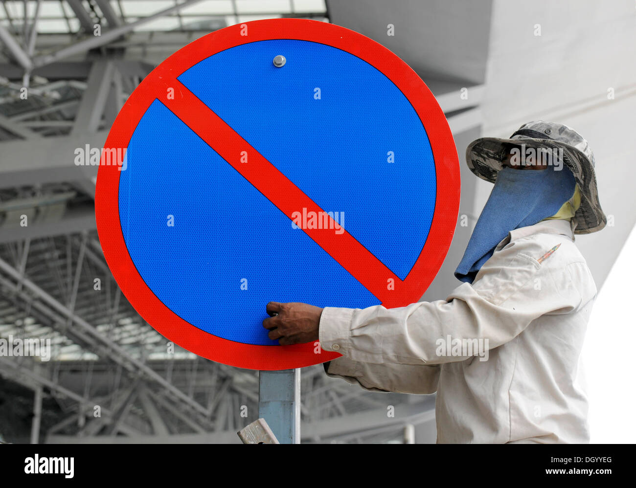 Man mounting a no-parking sign, Chiang Mai, Thailand, Asia - Stock Image