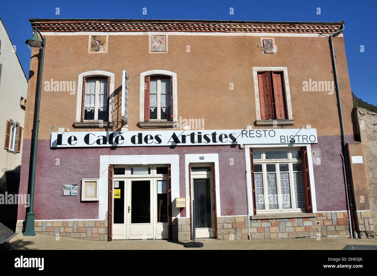 Le Café des Artistes restaurant bistro Perrier Puy-de-Dome Auvergne Massif-Central France Europe - Stock Image