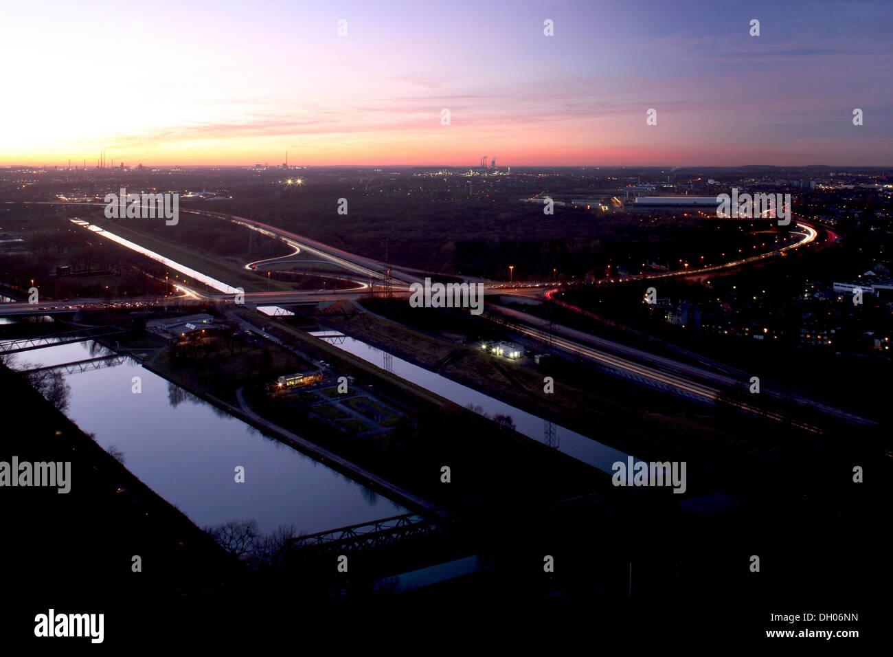 Public highways in the Ruhr area, Rhine-Herne Canal, Emscher, 42 motorway, Oberhausen, Ruhr area, North Rhine-Westphalia - Stock Image