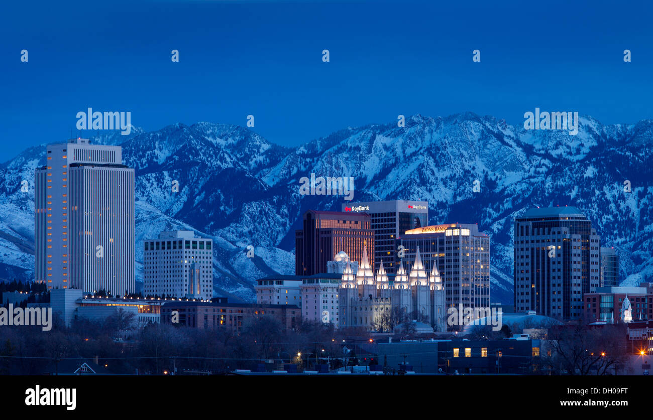 Mormon Tabernacle and the skyline of Salt Lake City with the Wasatch Mountains beyond, Utah USA - Stock Image