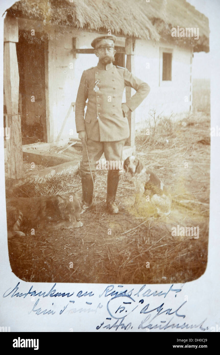 Postcard, field post, German officer wearing a medal with hunting dogs in front of a thatched house in Galicia, Russian Campaign Stock Photo