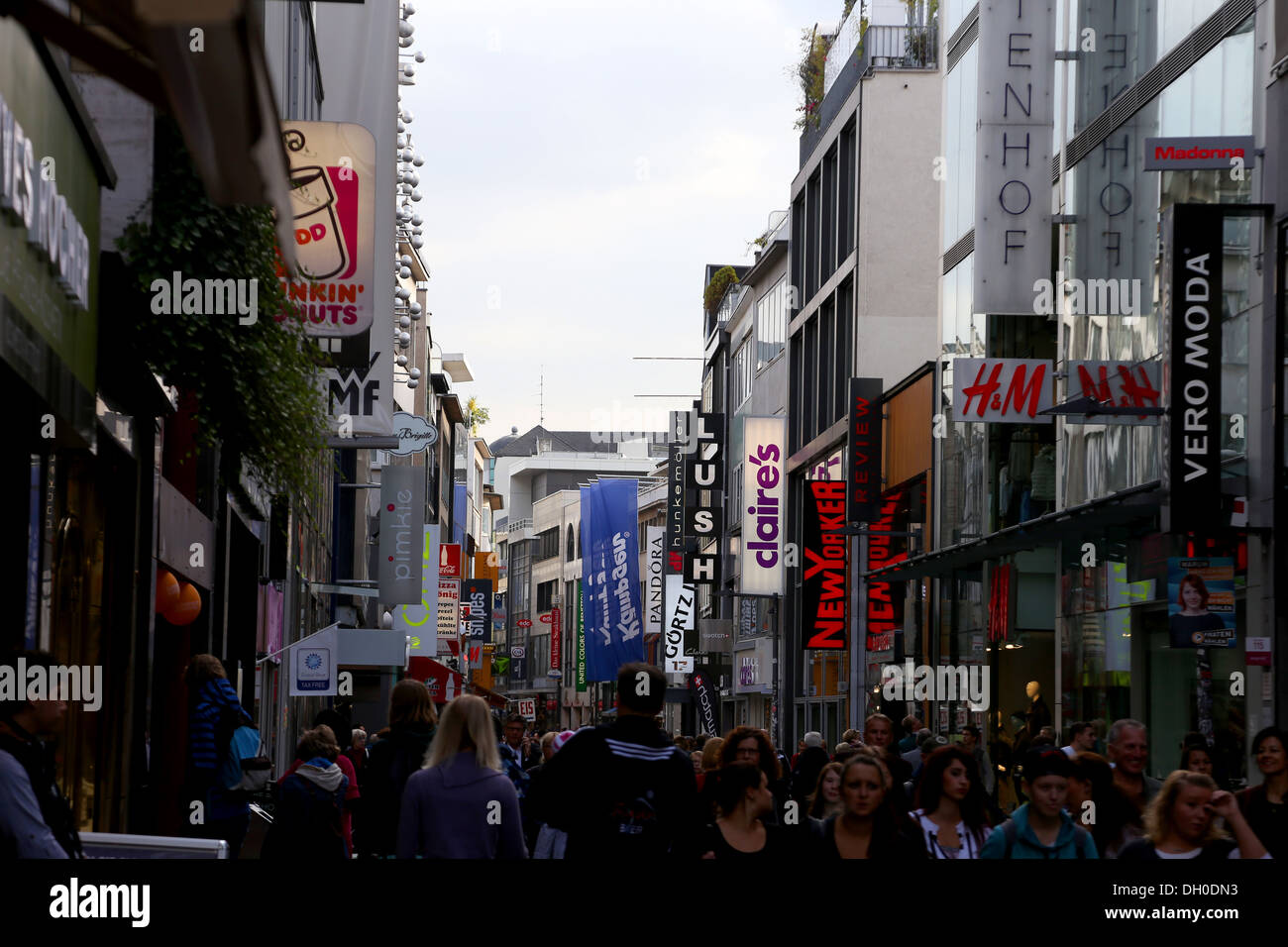 A View Of A Shopping Street In Cologne City Centre Stock Photo 62091039 - Alamy