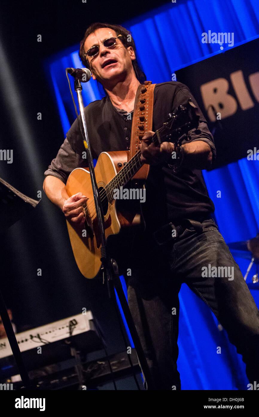 Milan Italy. 27th October 2013. The Italian rocker MASSIMO PRIVIERO performs live at music club Blue Note during the 'Ali Di Liberta' Tour 2013' © Rodolfo Sassano/Alamy Live News - Stock Image