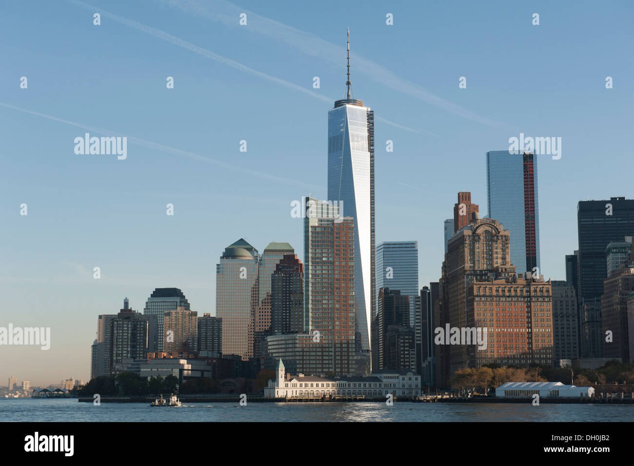 1 World Trade Center, designed by David Childs of Skidmore, Owings & Merrill, towers over lower Manhattan, New York City. - Stock Image