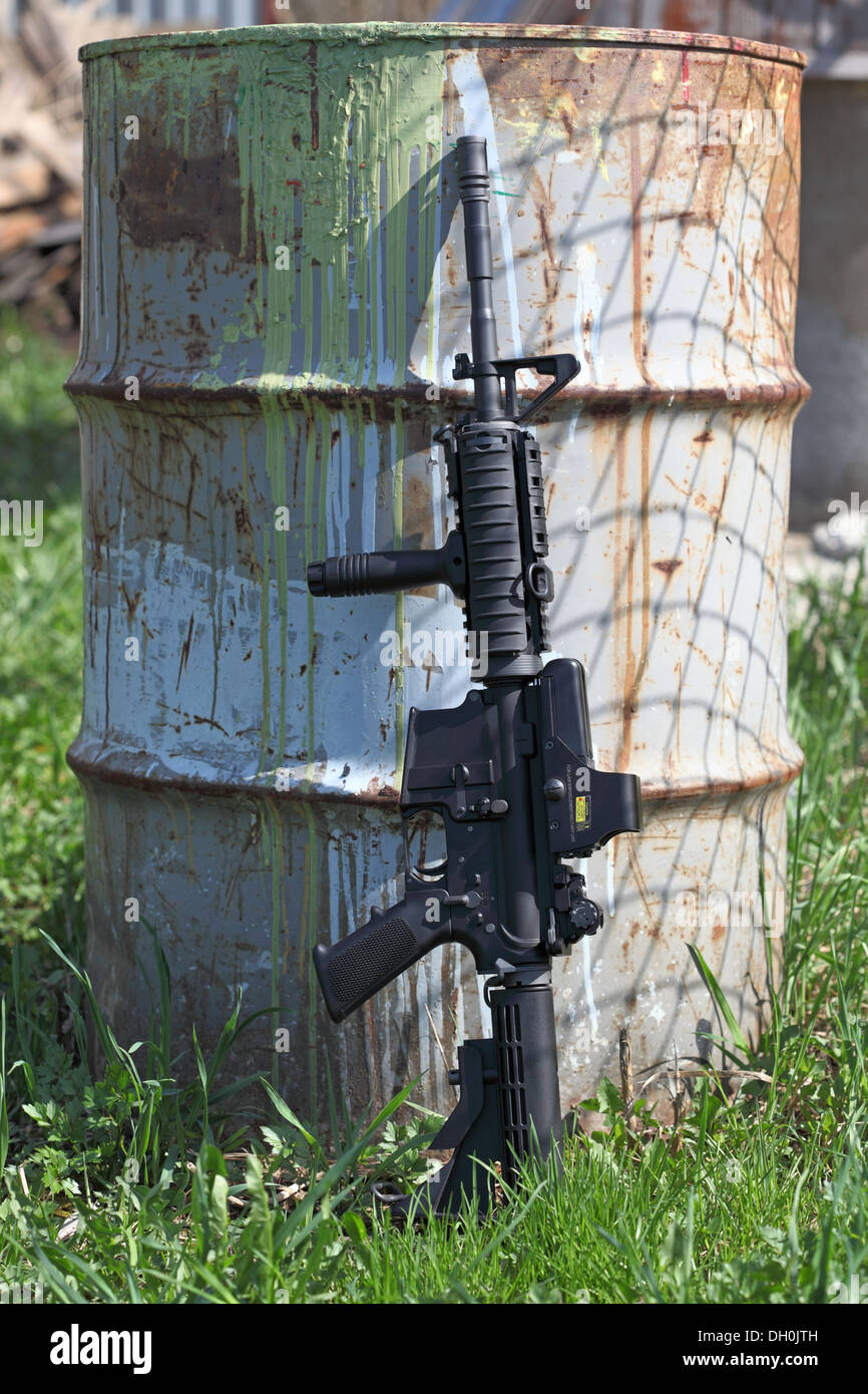 M4A1 (AR-15) 14,5' carbine without magazine and old can - Stock Image
