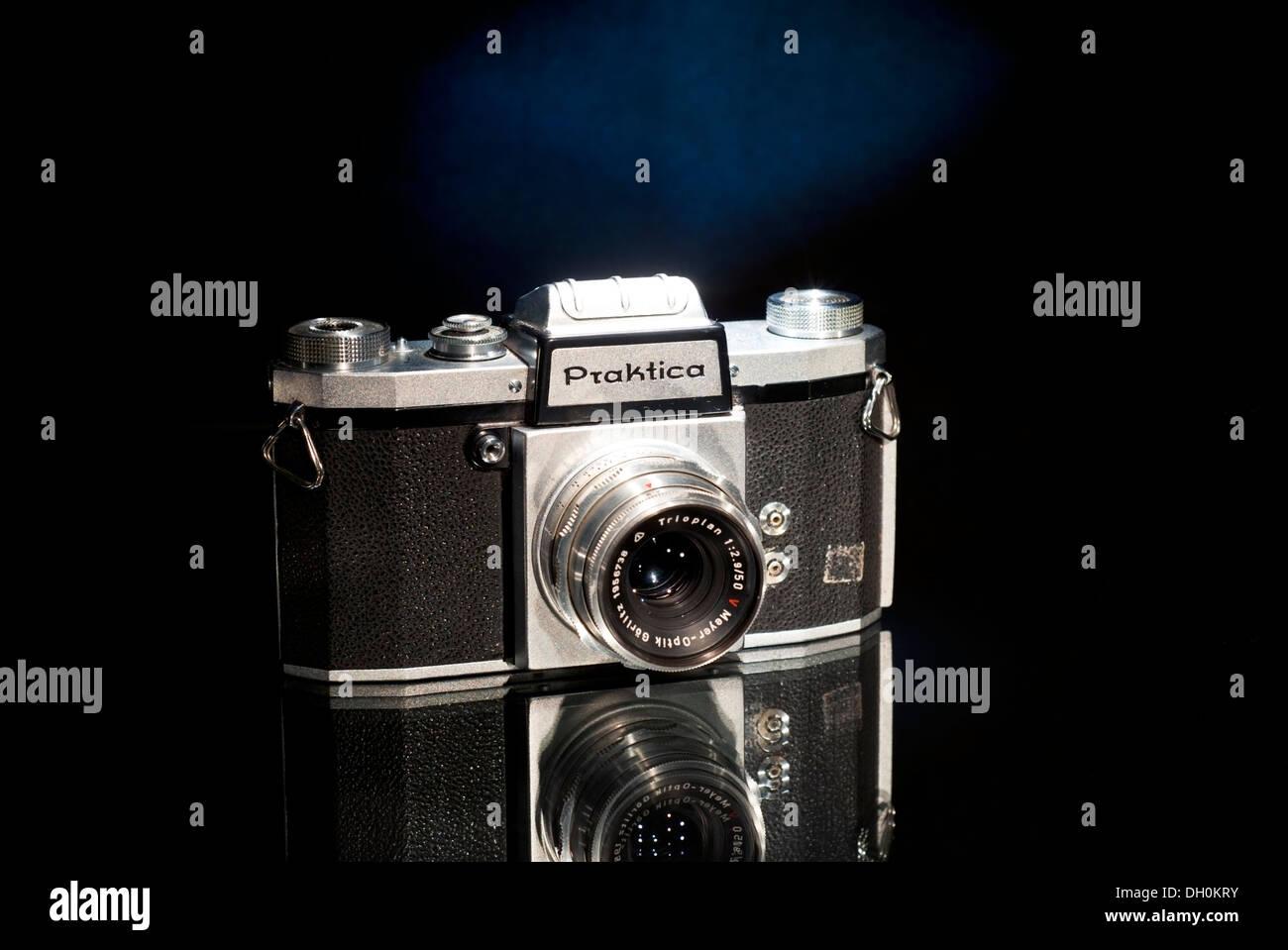 Vintage 1940's German Praktica film camera - Stock Image