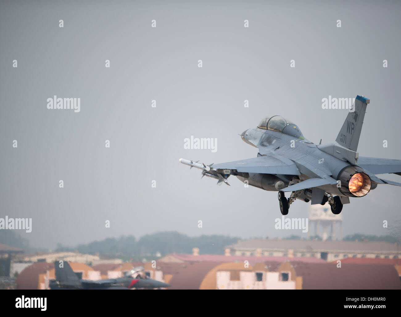 F-16 Fighting Falcon takes off during Max Thunder 13-2 at Kunsan Air Base, Republic of Korea, Oct. 28, 2013. U.S. Air Force Air - Stock Image