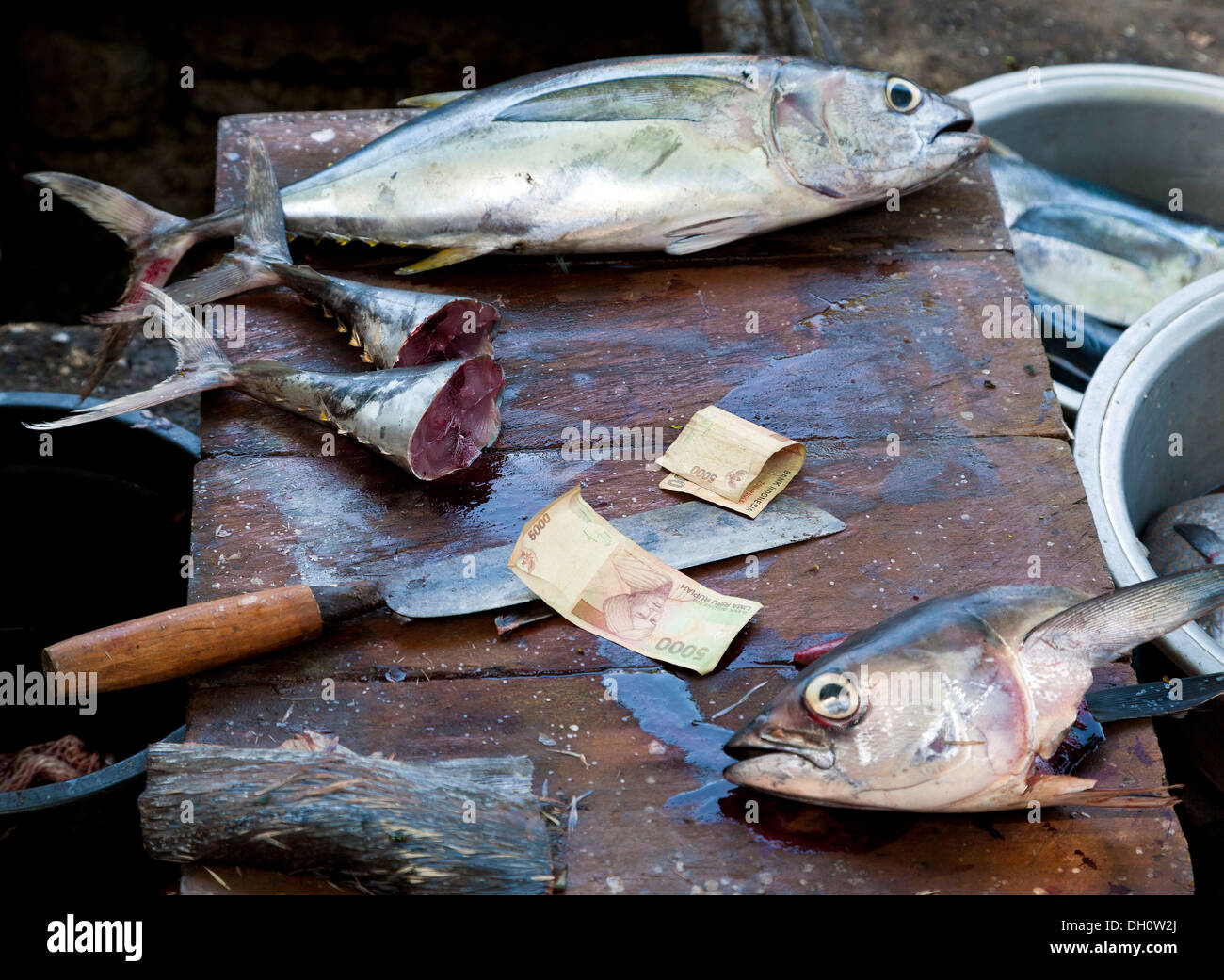 Money, knives and fish at the market in Amlapura, formerly Karangasem, East Bali, Bali, Indonesia, Southeast Asia, Asia - Stock Image