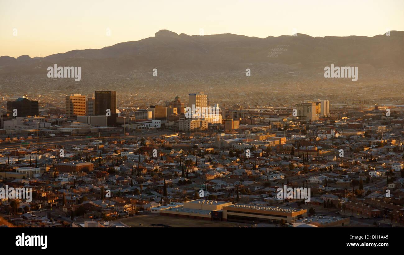 aerial view el paso texas tx taken from franklin mountains downtown twilight dusk sunset sundown spanish - Stock Image