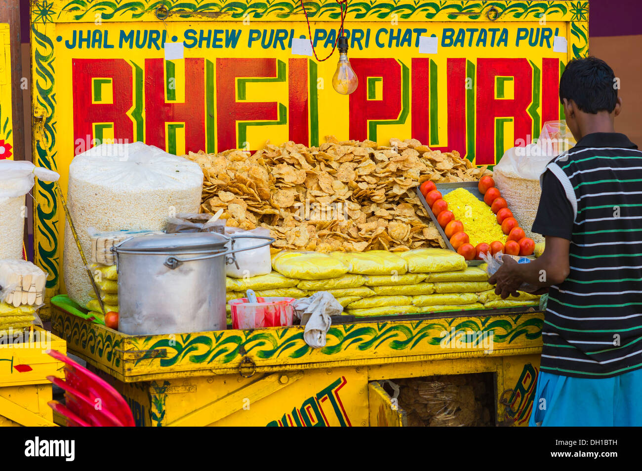 A small roadside stall sells Bhel Puri, a popular local snack, during the Hindu festival of Durga Puja in Kolkata, India. - Stock Image