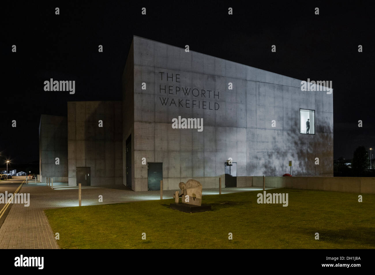 The Hepworth art gallery at night by David Chipperfield. West Yorkshire, England. PHILLIP ROBERTS - Stock Image
