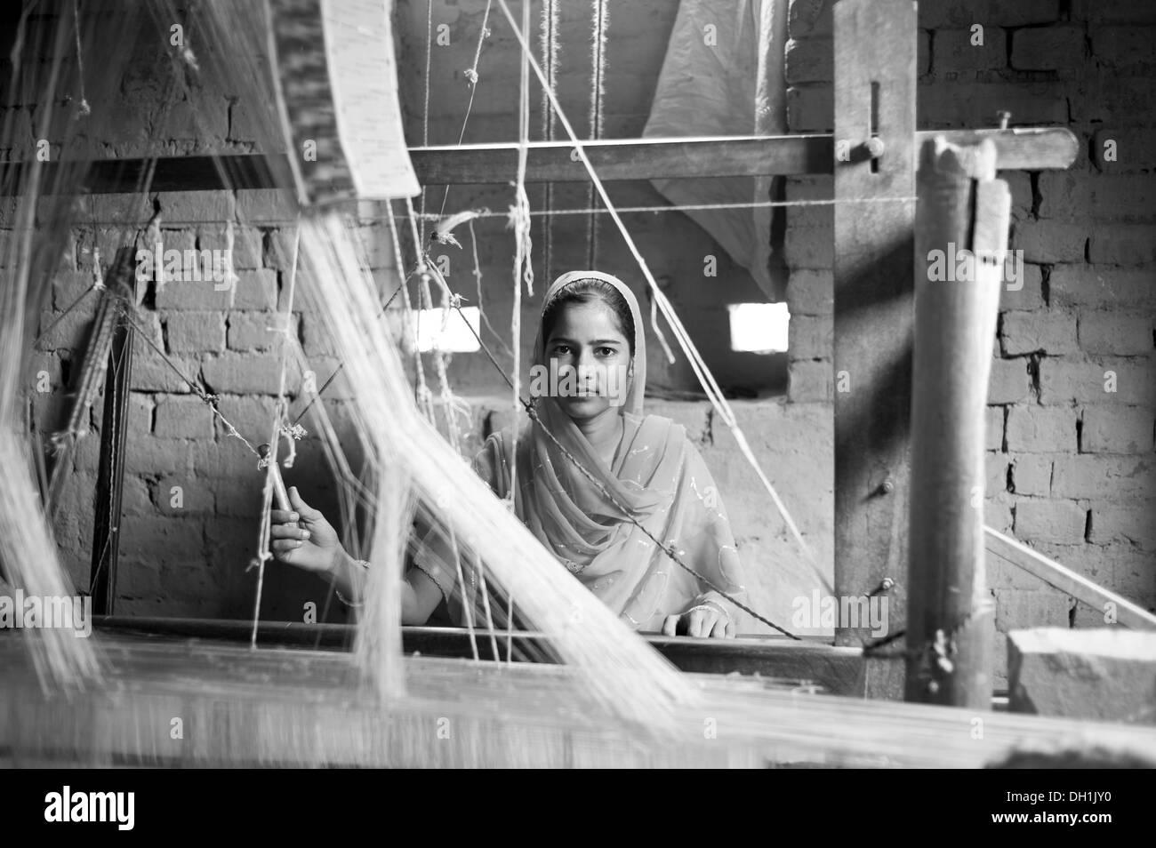 Girl weaving sari on handloom uttar pradesh India Asia - Stock Image