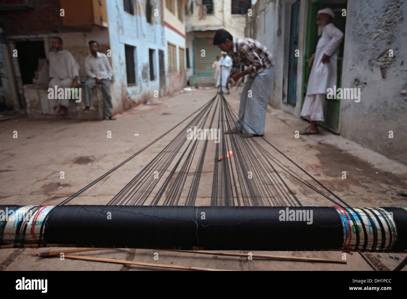 preparing warp thread for weaving Banarasi sarees Varanasi Uttar Pradesh India - Stock Image
