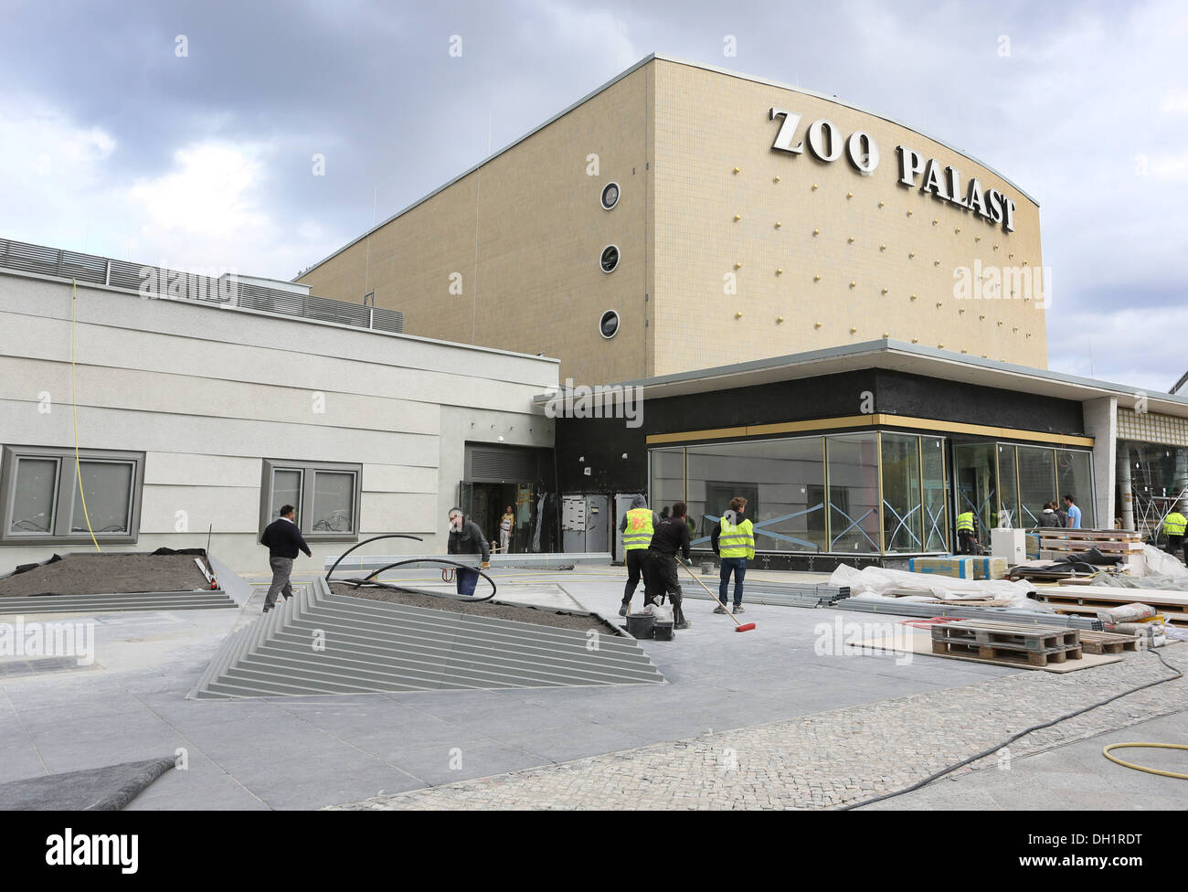 Berlin, Germany. 29th Oct, 2013. The cinema Zoo Palast in Berlin, Germany, 29 October 2013. The cinema will re-open after two year's of renovation work with state of the art technology. Photo: STEPHANIE PILICK/dpa/Alamy Live News - Stock Image
