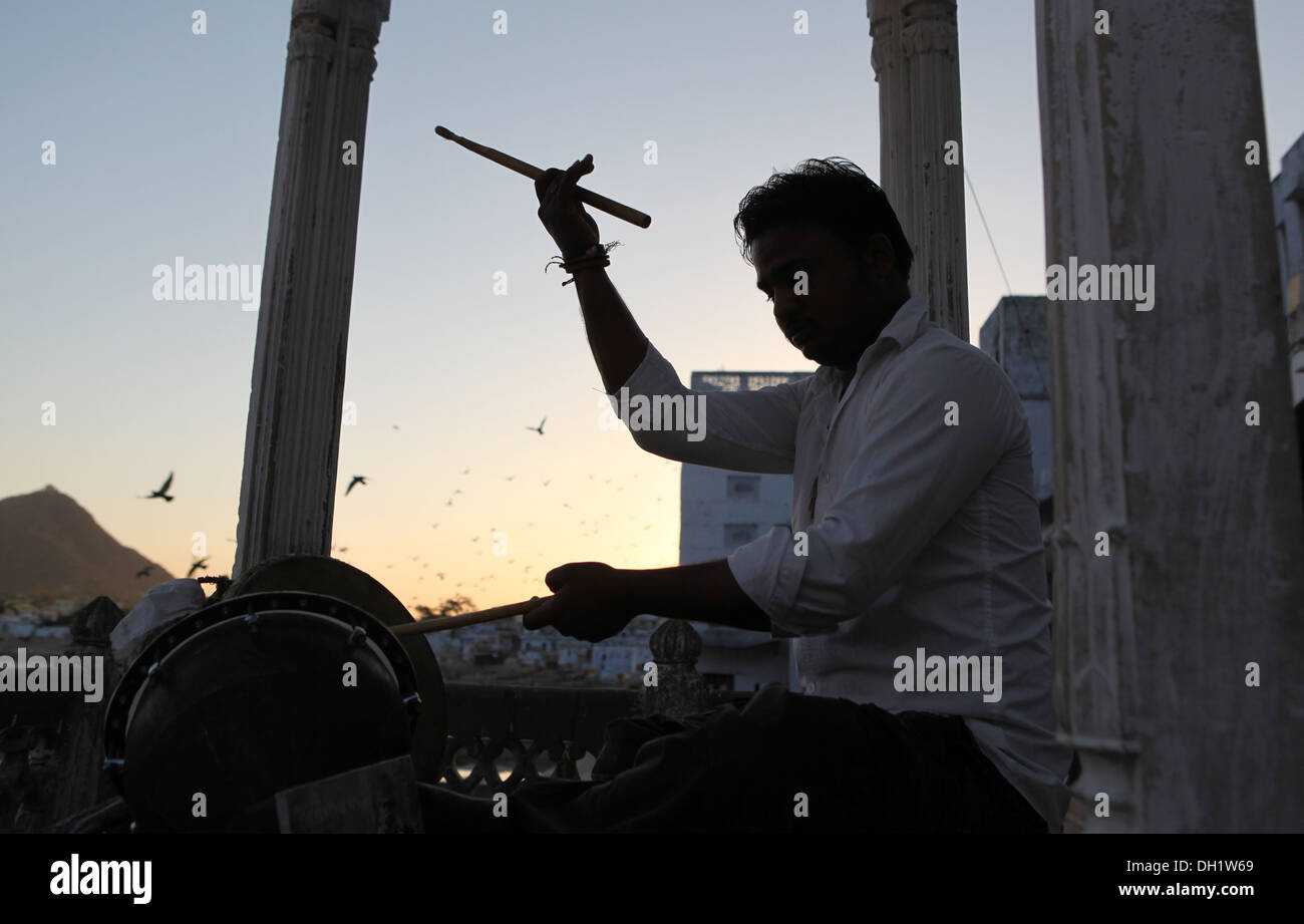 Silhouette of a drummer in Pushkar,Rajasthan,India. - Stock Image