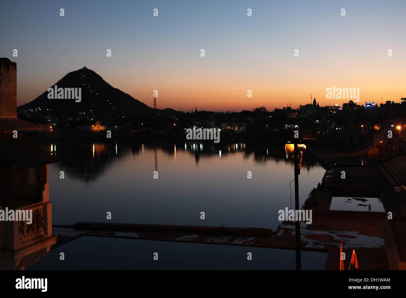 View across the holy lake towards Mount Ratnagiri,Pushkar,Rajasthan,India. - Stock Image
