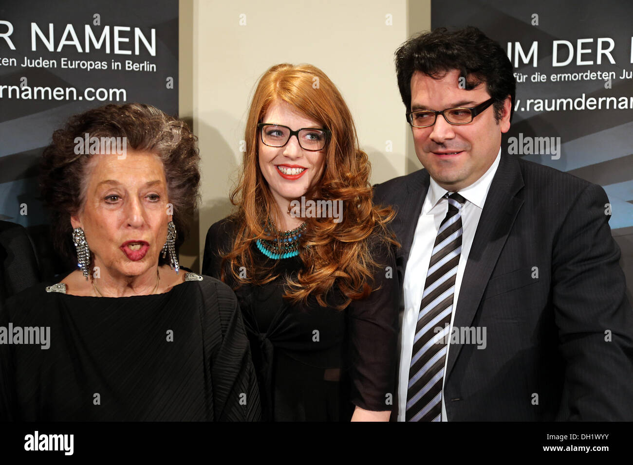 Berlin, Germany. 29th Oct, 2013. Author Lea Rosh (R-L), prize winner Luisa Seydel and chairman of the Jewish Community Gideon Joffe stand before the start of the ceremony for the Prize for Civil Courage against far-right extremism, anti-semitism and racism at the citizen's initiative 'Hellersdorf hilft' (Hellersdorf Helps) in Berlin, Germany, 29 October 2013. Photo: WOLFGANG KUMM/dpa/Alamy Live News - Stock Image