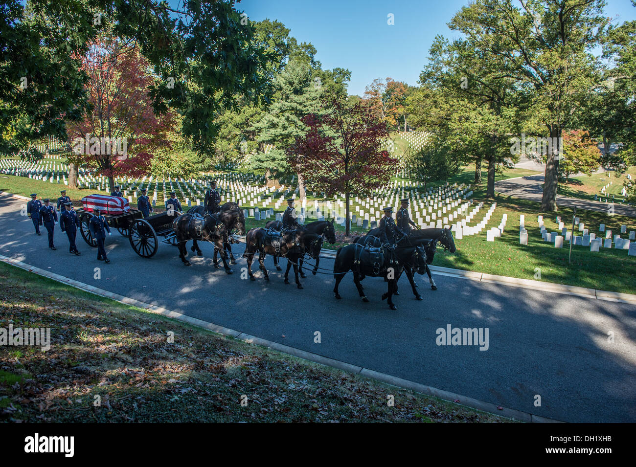 Service members from the United States Army's Old Guard and the Coast Guard Ceremonial Honor Guard participate in an Inurnmet service in the Arlington National Cemetary, Tuesday, Oct. 15, 2013. Servicemembers at the Arlington National Cemetary perform gra - Stock Image