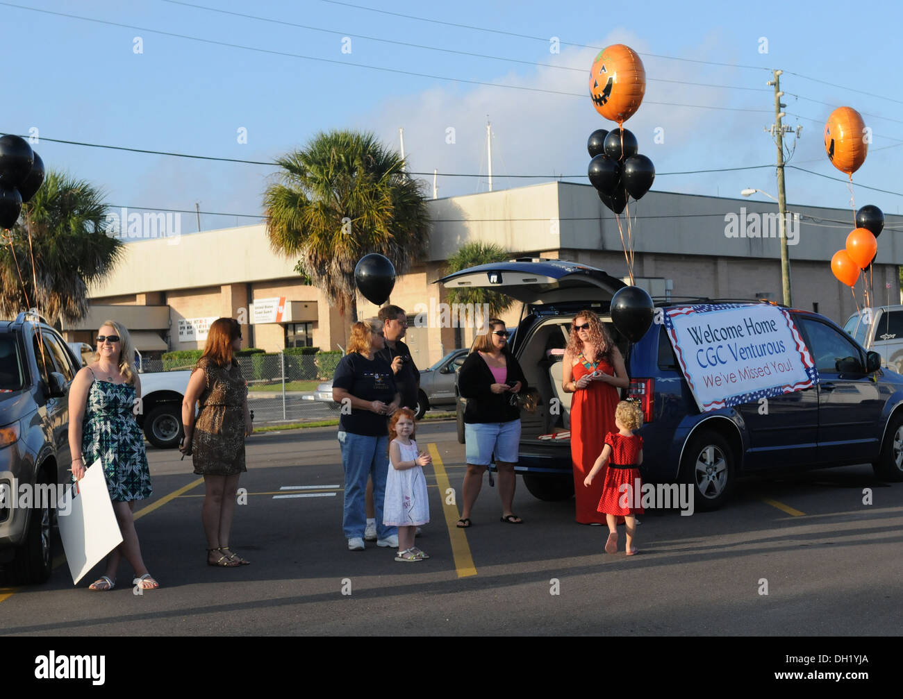 Family members wait for the crew of Coast Guard Cutter Venturous, homeported in St. Petersburg, Fla., after a 40 Stock Photo