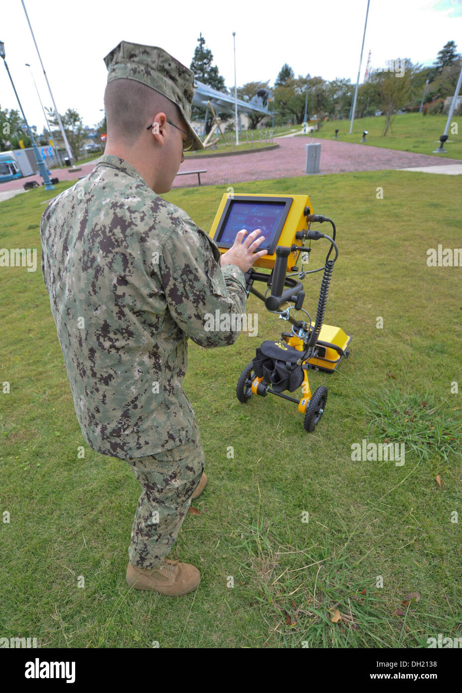 Builder Constructionman Kodi Mahood, of Public Works Atsugi, tests out a ground-penetrating radar (GPR) at Alliance Park on Naval Air Facility Atsugi. The GPR uses radar pulses to image the subsurface allowing the Seabees to see pipes and other obstacles - Stock Image