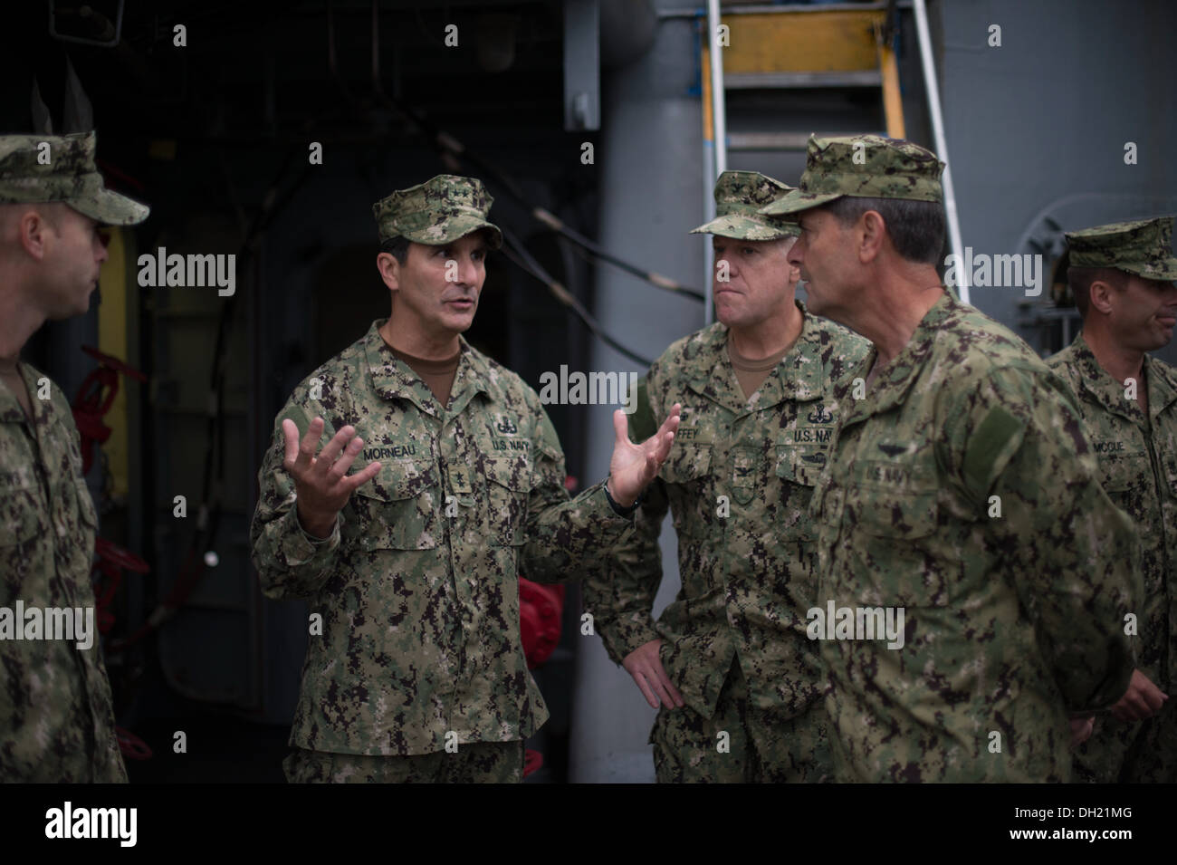 VIRGINIA BEACH, Va. (Oct. 23, 2013) Rear Adm. Frank Morneau, commander Navy Expeditionary Combat Command (NECC) speaks with Vice Adm. William Moran, Chief of Naval Personnel while on a tour of various Mobile Diving and Salvage Unit 2 (MDSU 2) displays. MD - Stock Image