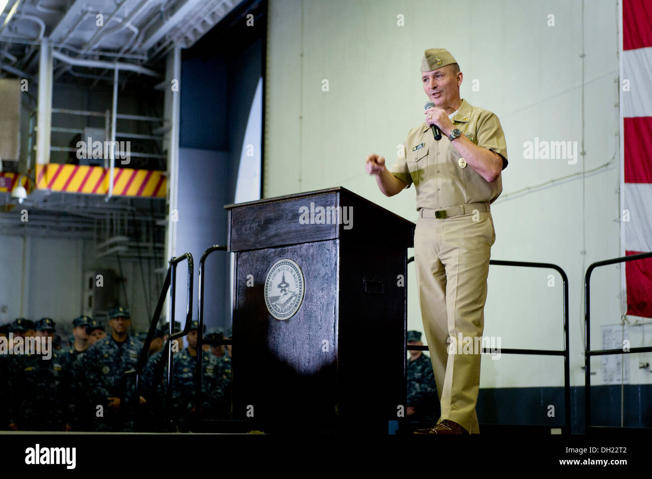 NORFOLK (Oct. 23, 2013) Master Chief Petty Officer of the Navy (MCPON) Mike Stevens responds to a question during an all-hands - Stock Image