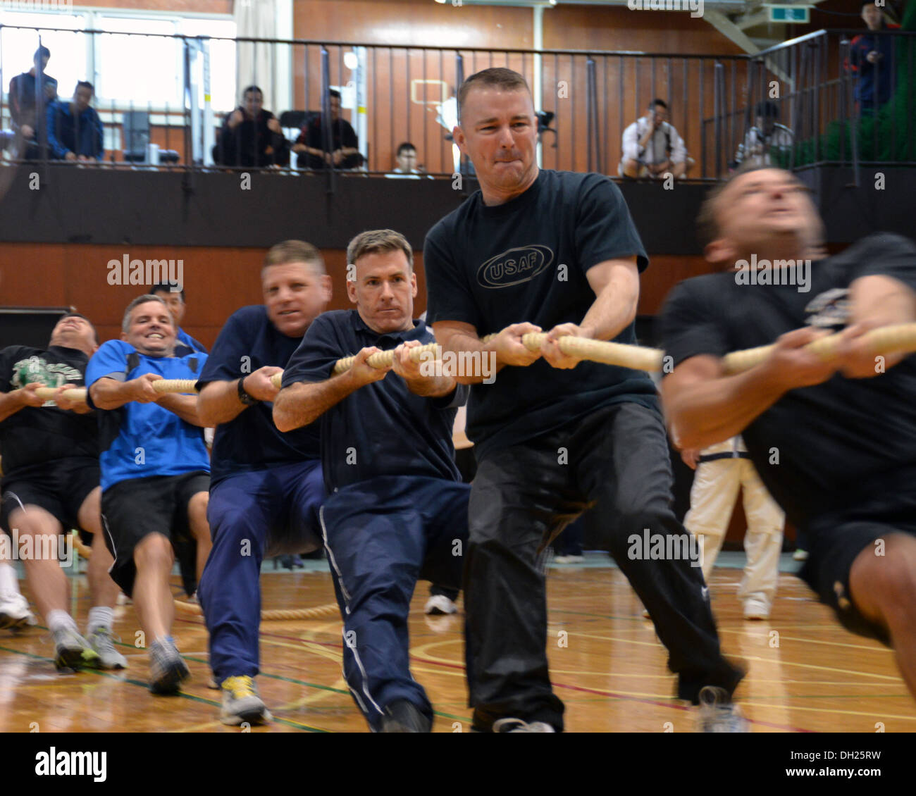 MISAWA AIR BASE, Japan (Oct. 26, 2013) Naval Air Facility Misawa Commanding Officer Capt. Chris Rodeman, center, participates in a tug-of-war competition with U.S. service members and the Japan Air Self-Defense Force, Oct. 26, 2013. This annual event help - Stock Image