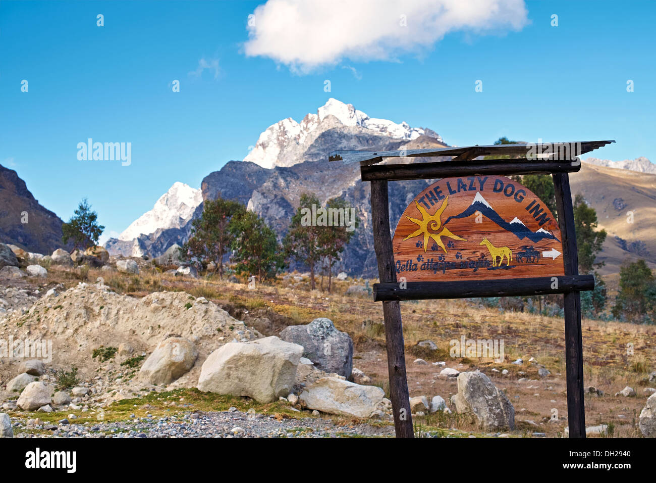 Lazy Dog Inn mountain retreat with the summit of Churup in the distance, Peruvian Andes, South America. - Stock Image
