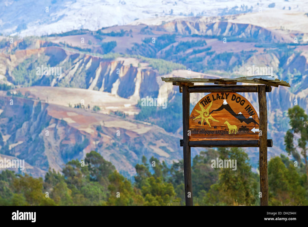 Lazy Dog Inn mountain retreat near Huaraz in the Peruvian Andes, South America. - Stock Image