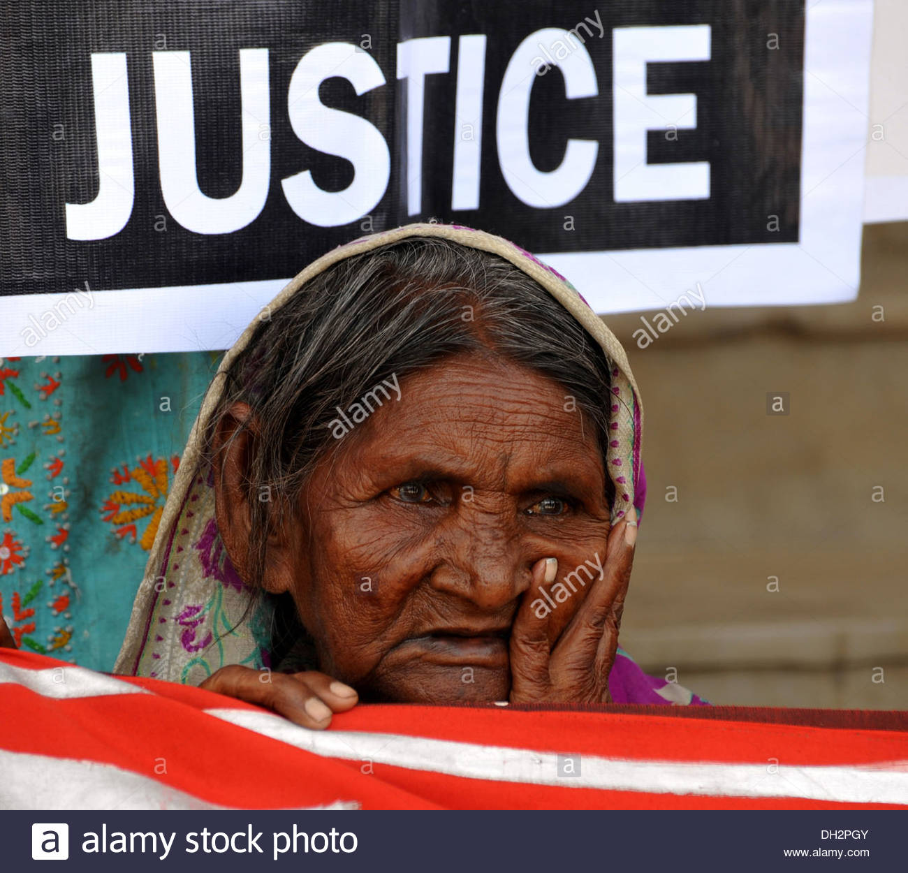 indian old woman survivor of union carbide dow chemical poisonous gas leak protesting agitating demanding justice Bhopal Madhya Pradesh India Asia - Stock Image