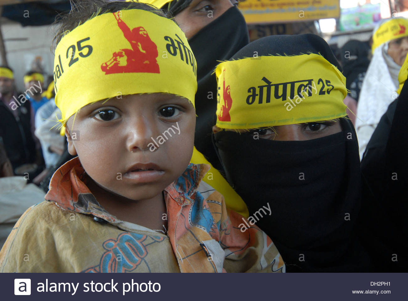 people child woman protest agitate against union carbide dow chemical poisonous gas leak tragedy Bhopal Madhya Pradesh India Asia - Stock Image