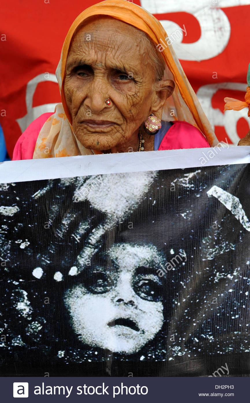 indian woman protest agitate against union carbide dow chemical poisonous gas leak Bhopal Madhya Pradesh India Asia - Stock Image